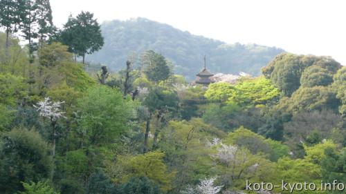 清水寺から見た泰産寺子安塔